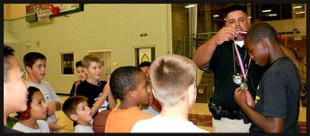 Sheriff deputies offers free basketball program for kids